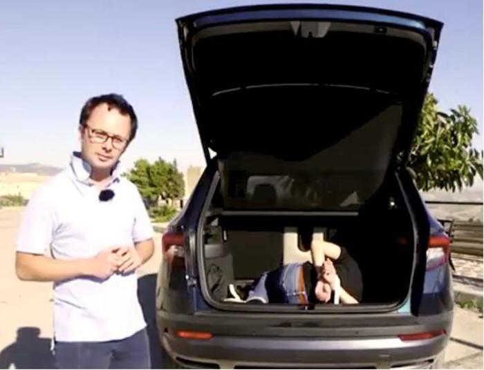 Incaprettato per finta su una skoda bufera su un video di for Rivista francese di campagna